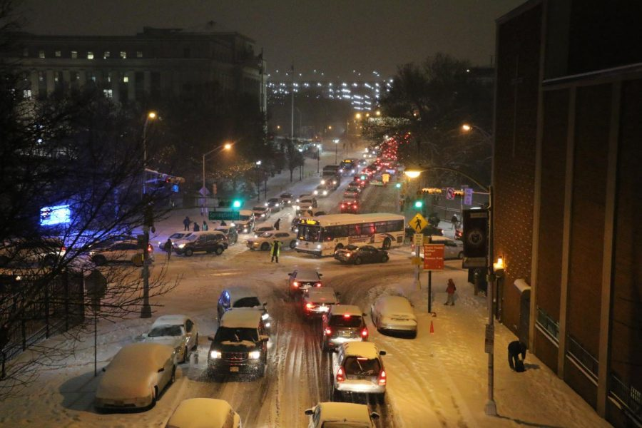 A+powerful+snowstorm+at+rush+hour+paralyzed+Newark%2C+leaving+drivers%2C+commuters%2C+and+students+stranded.