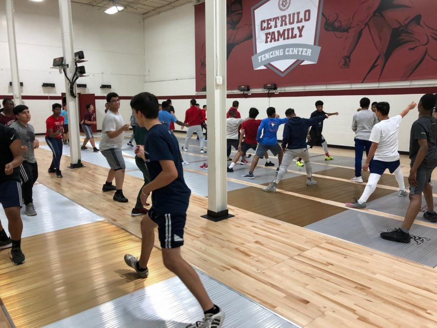 St.+Benedict%27s+Varsity+Fencing+Team+practices+footwork++in+the+new+Cetrulo+Family+Fencing+Center+to+strengthen+offensive+and+defensive+moves.